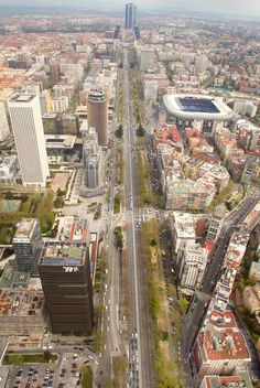 Paseo_Castellana (the Castilian Promenade) Madrid Spain Real Madrid, Foto Madrid, Beautiful Places To Visit, Wonderful Places, Le Palais, Spain And Portugal, Gaudi, City Streets, Urban Landscape