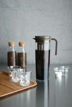 PLUG ICED COFFEE JUG The recipe for a cold brew is simple: place your coffee grounds in the filter, add cold water, and let sit. Coffee Machine, Coffee Maker, Cold Brew Iced Coffee, Types Of Tea, Brewing Tea, Plugs, Container, Filter, Simple
