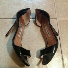 Manolo Blahnik Black Patent Peep Toe Heel Pumps Manolo Blahnik Classic Pumps. Small scuff on back, but doesn't effect the look of the shoe at all. They are in great condition. Patent leather. Black color. Size 36. Super cute! Manolo Blahnik Shoes Heels