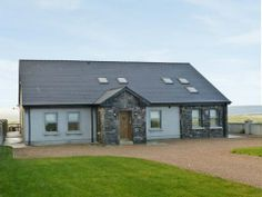 This detached cottage set close to the town of Belmullet, County Mayo sleeps ten people.