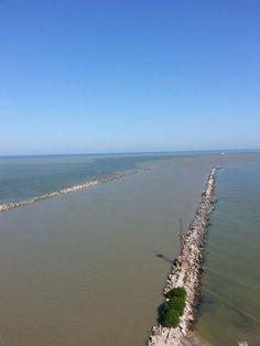 Aici, Dunărea şi Marea Neagră se amestecă într-un mod fascinant! Turism Romania, Danube Delta, Tourist Places, Tropical, Country, Beach, Travel, Outdoor, Walkway