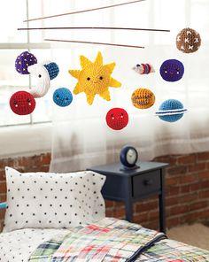 solar system mobile for baby DIY Crochet Baby Mobiles, Crochet Mobile, Crochet Crafts, Crochet Toys, Crochet Projects, Amigurumi Patterns, Crochet Patterns, Solar System Mobile, Diy Bebe