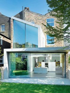 An 1870 Townhouse From London Gets A Modern Glass Extension Glass Extension, Rear Extension, Extension Ideas, Victorian Terrace, Victorian Homes, Double Vitrage, H & M Home, House Extensions, Modern Glass