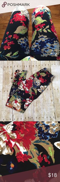 Soft brushed knit floral leggings So soft knit leggings! Love this floral pattern! 92% polyester 8% spandex OSFM up to size 12 comfortably Pants Leggings
