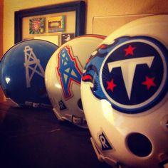 Tennessee Titans (Houston Oilers) Love this! Tennessee Oilers, Tennessee Titans Football, Football Usa, Football Helmets, Football Stuff, American Football League, National Football League, Titan Helmet, Tn Titans