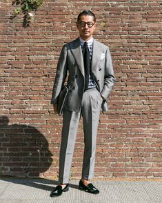 Did you ever wonder how a gentleman's luxury suit looks like? Look Formal, Men Formal, Mode Masculine, Mens Fashion Suits, Mens Suits, Classic Suit, Sartorialist, Men Street, Men Style Tips