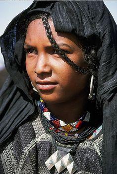 Africa |  Kel Aïr (Kel Ayr) Tuareg girl. Niger.  | ©Georges Courreges