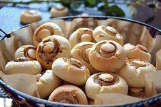 Оригинальный рецепт приготовления ароматного печенья с добавлением крахмала. Грибочки получаются рассыпчатыми и вкусными.  Ингредиенты  - 460 гр. мука - 200 гр. сливочное масло - 150 гр. сахарная…