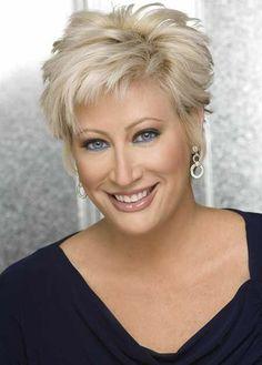 Blonde Kapsels In Verschillende Haarstijlen - Korte Kapsels