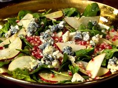 Pear and Pomegranate Salad with Gorgonzola and Champagne Vinaigrette ~ makes a perfect Christmas salad!