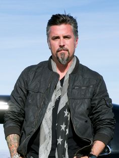 That is a sexy man! Richard Rawlings - Gas Monkey Garage on Fast & Loud Richard Rawlings, Fast And Loud, Gas Monkey Garage, Gaz Monkey, Discovery Channel Shows, Older Men, Celebrity Crush, Gorgeous Men, Bad Boys