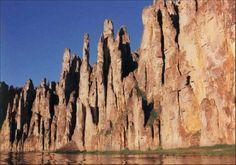 «Ленские столбы» что река Лена, близ Якутска. Если вы окажетесь по близости с этим красивейшим местом, обязательно посетите его.