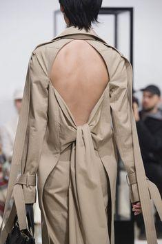 Loewe Fall 2018 Fashion Show Details - The Impression Unique Fashion, Fashion Details, Boy Fashion, Fashion Show, Womens Fashion, Fashion Design, Couture Fashion, Runway Fashion, Fashion Trends