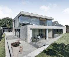 Gallery of Casa S / Christoffersen & Weiling Architects - 1 Dream House Exterior, Dream House Plans, Dream Home Design, Modern House Design, Exterior Tradicional, Double Storey House Plans, Residential Building Design, Concrete Houses, Architectural Elements