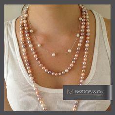 Colar de prata com 11 pérolas brancas + Colar de pérola branca,rosa e lilás com 1,20m. Disponivel em www.mbastosjoias.com.br