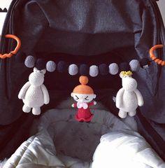 After a few length adjustments it's all perfect and in it's right place #amigurumi #crochetaddict #crocheted #crochet #crochetlove #crochetdoll #virka #virkad #virkat #craft #handarbete #handmade #crafted #garn #yarn #instacrochet #inspiration #barnvagnsmobil #bebis #child #baby #babytoy #mumin #lillamy by lekitoepis