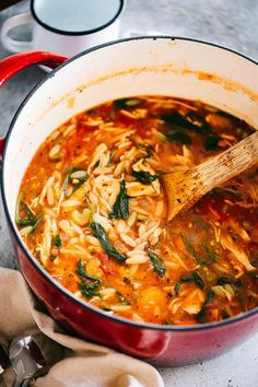 Leftover Turkey Soup Recipe with Orzo and Spinach – Delicious and hearty soup loaded with tomatoes, spinach, orzo pasta, and turkey meat. Make a pot of this healthy and easy soup with your Thanksgiving leftovers. Easy Turkey Soup, Slow Cooker Turkey Soup, Turkey Soup From Carcass, Homemade Turkey Soup, Ground Turkey Soup, Leftover Turkey Soup, Leftover Turkey And Dressing Recipe, Leftover Rice, Turkey Chili