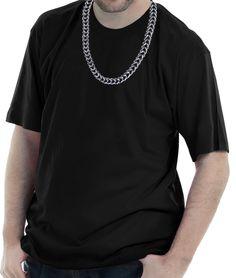 Camiseta estampada com a imagem hiper-realista de uma corrente pendurada na gola.