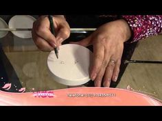 Aprenda a personalizar uma caixa de presentes com pintura!