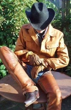 hot gear, luv the chaps, boots and gloves