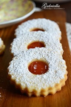 Gabriella kalandjai a konyhában :): A legomlósabb linzer Cookie Desserts, Sweet Desserts, Sweet Recipes, Cookie Recipes, Dessert Recipes, Hungarian Desserts, Hungarian Recipes, Hungarian Cake, Strawberry Recipes