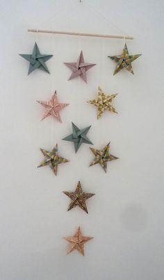 Tuto DIY mobile 10 étoiles en origami pour décoration murale chambre bébé fille enfant - rose, or, turquoise,noir