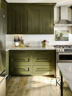 Olive Green Kitchen, Green Kitchen Island, Green Kitchen Cabinets, Kitchen Cabinet Colors, Painting Kitchen Cabinets, Kitchen Redo, Kitchen Colors, New Kitchen, Kitchen Remodel