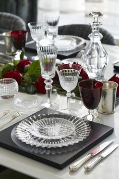Table Setting Inspiration, Table Manners, Thanksgiving Table Settings, Beautiful Table Settings, Crystal Glassware, Table Arrangements, Deco Table, Decoration Table, Place Settings