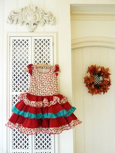 Cute dress with roses and flamenco accents in EU size 116. This dress is suited for girls around the age of 5.