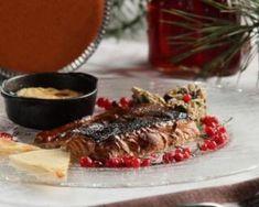 Filet de saumon grillé et sa sauce aux cranberries minceur : http://www.fourchette-et-bikini.fr/recettes/recettes-minceur/filet-de-saumon-grille-et-sa-sauce-aux-cranberries-minceur.html