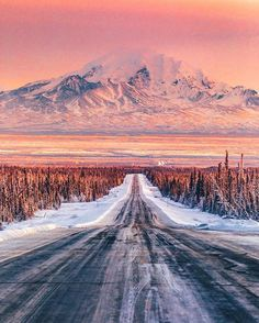 Weg in die Berge (Glennallen Alaska) von Niaz Uddin (Matthew L Places To Travel, Places To See, Travel Destinations, Wonderful Places, Beautiful Places, Amazing Things, Beautiful Scenery, Les Continents, Viewing Wildlife