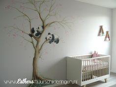 Muurschilderingen Babykamers - Esthersmuurschilderingen Baby Nursery Wallpaper, Baby Sandals, Cute Diys, Our Baby, Kids Bedroom, Baby Room, Cribs, Children, Furniture