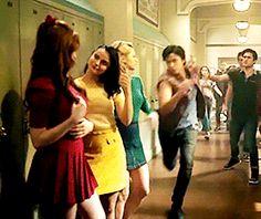 Bughead Riverdale, Riverdale Funny, Riverdale Memes, Big Fun Heathers, Sweet Pea Riverdale, Cheryl Blossom Riverdale, Betty & Veronica, The Cw Series, Riverdale Fashion