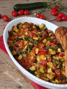 Zucchine e pomodorini al forno Italian Cooking, Italian Recipes, Ratatouille, Antipasto, Kitchen Items, Light Recipes, Creative Food, Side Dishes, Food Porn