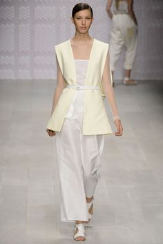 Daks s/s 13 - Monochrome looks set to be a big trend next Spring. Loved the clean sophistication of the looks at the Daks show. What do you guys think? #LFW #Daks