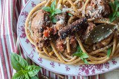 Κοτόπουλο παστιτσάδα από τον Άκη Πετρετζίκη! Παραδοσιακή και υπέροχη παστιτσάδα Κέρκυρας! Μια γευστική νησιώτικη συνταγή που γίνεται με κοτόπουλο. Δοκιμάστε τη!