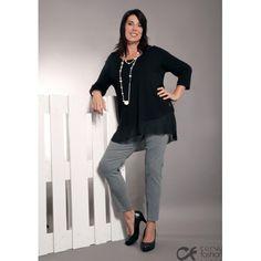 Pantalone elasticizzato con fantasia a piccoli rombi neri e bianchi, con finche tasche a profilo ed elastico in vita.