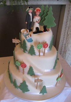 Snowboarding theme wedding cake with alpine trees and bride and groom toppers. Zombie Wedding Cakes, Themed Wedding Cakes, Wedding Cupcakes, Snowboard Cake, Snowboard Wedding, Ski Wedding, Wedding Stuff, Alpine Tree, 70th Birthday Cake
