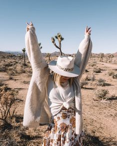California roadtrip! #PalmSprings #joshuatree #joshuatreenationalpark 50 Fashion, Autumn Fashion, India Rose, Soul On Fire, Joshua Tree National Park, Travel Wardrobe, Karen Walker, Palm Springs, Warm Weather