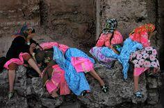 Harry Gruyaert MOROCCO. Marrakech. Young Berber girls hiding and giggling. 1975.