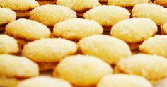Lusikkaleivät ovat juhlien ihana ikisuosikki! Tällä mummin supersuositulla reseptillä onnistut varmasti! Snack Recipes, Cooking Recipes, Snacks, Spoon, Chips, Potatoes, Sweets, Bread, Cookies