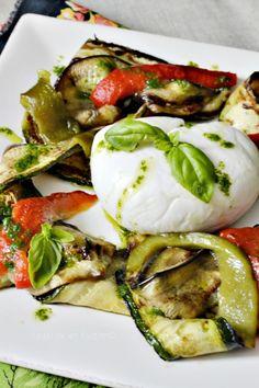 Salade mozzarella tiède aux légumes grillés à la plancha et pesto de basilic. Vu @kaderick