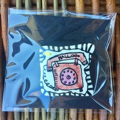 Broche i papirler kr 80,- + kr 10,- ved send #sjove brocher #lille farveklat #atelierBAGhuset #Lotte Holm #atelierBAGhusetbiks