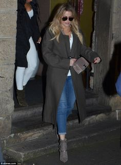 Khloé Kardashian she steps out for late night dinner date in Sydney #dailymail