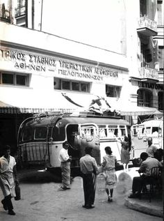 Loading a country bus, Athens ~ Greece Pictures, Old Pictures, Old Photos, Vintage Photos, Attica Athens, Athens Greece, Mykonos, Zorba The Greek, Greece Photography