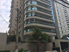 """Em novembro de 2006, Moraes adquiriu um apartamento de 332 m² de área privativa pelo preço declarado de R$ 2,03 milhões. O imóvel ocupa um andar inteiro do edifício Brazilian Art, no Itaim Bibi, bairro nobre da zona oeste de São Paulo. Um documento do cartório diz que o apartamento foi comprado exclusivamente com recursos da mulher do ministro, a advogada Viviane Barci de Moraes, """"não tendo seu marido contribuído de forma alguma para o seu pagamento""""."""