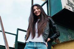 """Elisa Maino, a 15 puoi essere una star di Musical.ly amare la scuola e... """"Ops"""" scrivere un libro- CosmopolitanIT Long Lasting Curls, Pull Through Braid, Short Summer Dresses, New Trends, Foto E Video, Idol, Follower, Dreadlocks, Milano"""
