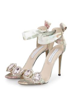 sandals with heels Fancy Shoes, Pretty Shoes, Beautiful Shoes, Cute Shoes, Wedding Shoes Heels, Bridal Shoes, Stilettos, High Heels, Jeweled Shoes