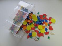 Pattern Blocks Kunststoff (250 Stück + Box)  Sechs geometrische Grundformen zum Legen: Muster, Ornamente, Tiere, ...  Welche Formen passen zusammen? Welche Form kann ich durch andere ersetzen? Wie viele Möglichkeiten gibt es dafür? Wie heißen die Formen? Kannst du einen Schmetterling legen? Pattern Blocks, Logos, Box, Random Stuff, Animals, Pattern, Boxes, Logo
