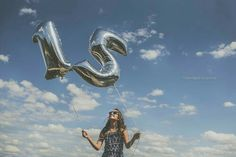 Festa de 15 Woman Jeans woman in jeans and shirt Cute Birthday Pictures, Birthday Photos, Cute Pictures, Tumblr Photography, Photography Poses, Book 15 Anos, Quinceanera Photography, Foto Casual, Senior Pictures